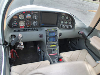 Cockpit Cessna 172 Domergue Aviation